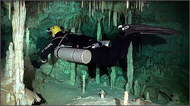 Side Mount Full Cave Diver